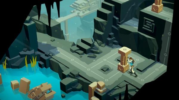 Lara Croft GO iOS screenshot - Pushing a block